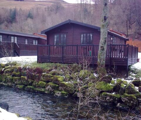 Puddelduck Lodge in the snow
