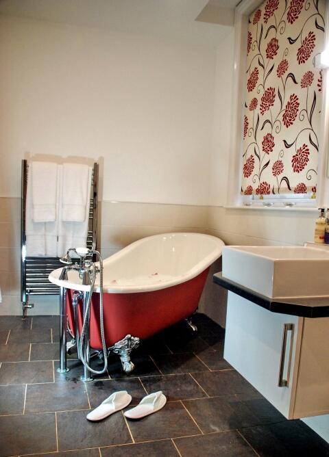 En suite for downstairs bedroom