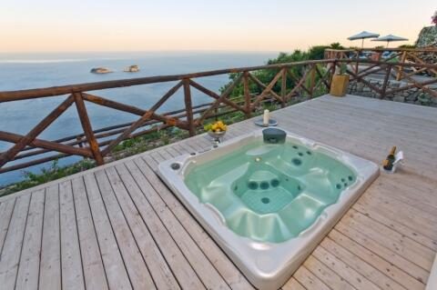 Villa Miragalli- Hot tub oceanfront