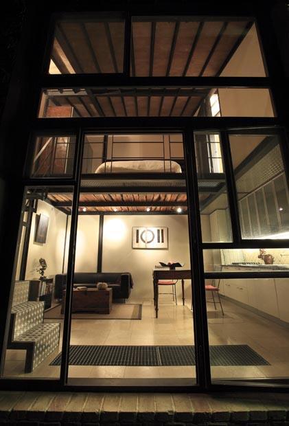 Atelier, above: sleeping loft/bath, below: living/dining/kitchen area