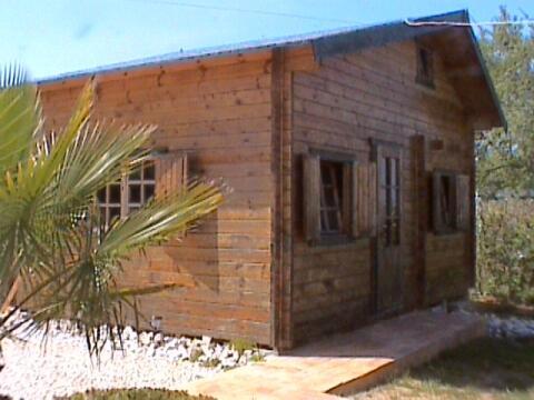 Galleried cabin