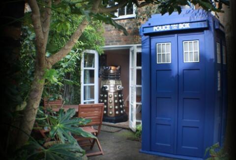 The Tardis amd the Dalek!
