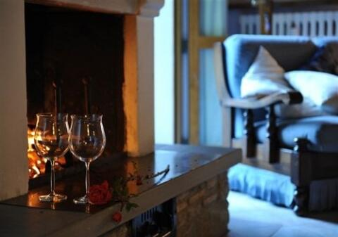 Guado apart fireplace