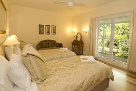 Crystal Creek Meadows 2 bedroomed luxury spa cottage in Kanagroo Valley South Coast NSW Australia