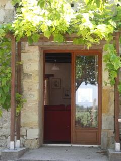 Door from the garden with vine, with barbecue, tables and chairs and magnificent views of the evening sunsets.