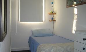 Single bed with en-suite