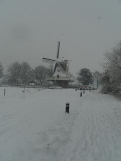 Wintry windmill in Diever