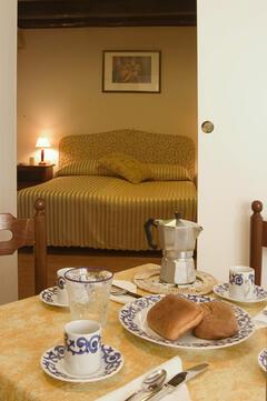 Cà Dario apartment - dinning table