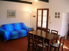 living  /dining room detail