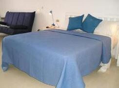 king size bed with luxurious furnishings