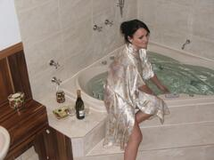 Property Photo: HydroTherapy Massage Spa in Ellies Spa Cottage
