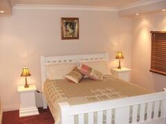 Queen Size Bedroom in Ellie's Spa Cottage