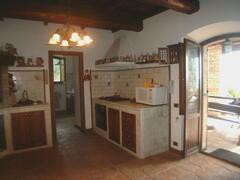 kitchen wioth door to the garden