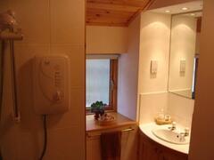 Arosfa bathroom