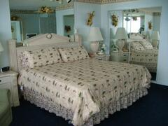 King Size bed in bedroom of Condo 601