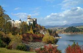 Castle Niedzica near one of the 3 national parks and white water rafting