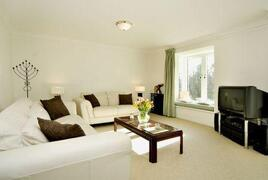 Property Photo: 17 Guthrie Court Lounge