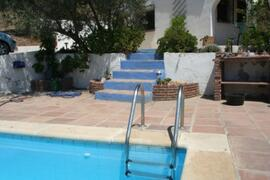 steps down to the pool terrace