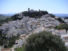 Casares - quaint white village, unspoilt - 20 min drive