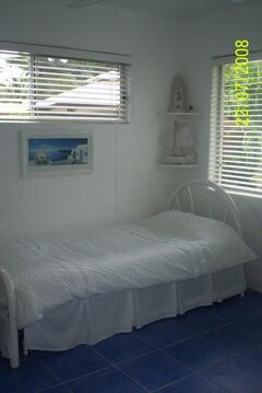 2nd bedroom with trundle bed (2 singles) in Cairns holiday house
