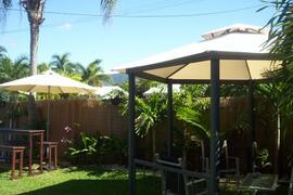 Bar & gazebo outdoor areas at Cairns holiday house