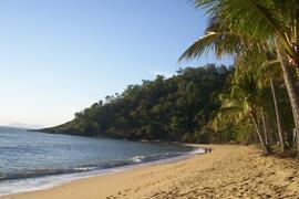 Trinity Beach, Cairns, Australia, near this Cairns holiday house