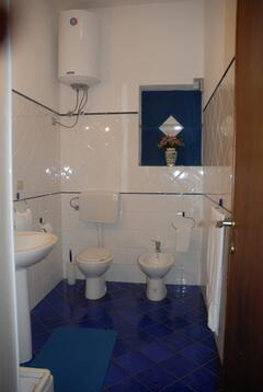 badroom with shower