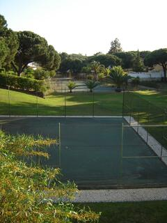 Two tennis courts and practice court in Jardins