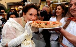 Pizza Margherita in Naples and Formia
