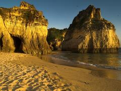 Grottos on Alvor beach 2min walk away from Studio 206