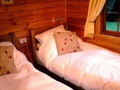 The cosy twin bedroom