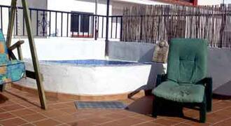 Roof terrace splash pool.