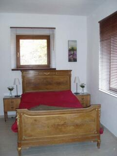 bed east apt