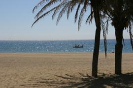 Sabinillas beach is next to Duquesa beach and within a few minutes walk.