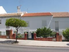 Carolannas Apartment - Front of house