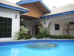 Property Photo: 3 bedroom bungalow with private pool