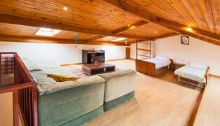 1st flloor lounge or 3rth bedroom