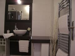 Property Photo: Bathroom01