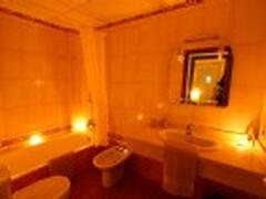 Relax and bathe in candlelight ...