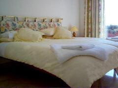 KINGSIZE/TWIN BEDROOM WITH SEA VIEWS