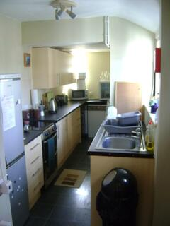 Light and airy, newly fitted fully equipped kitchen