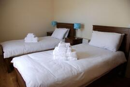 Twin bedded room (share bathroom with other twin bedded room)