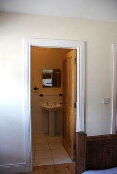En suite of the upstairs double bedroom