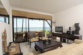 Property Photo: M1L  Living room