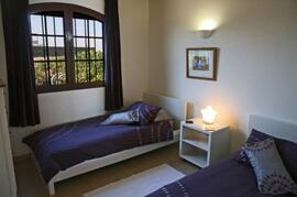 Twin bedroom, cot available