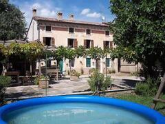 big garden witth chidren pool