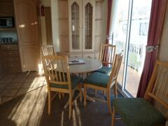ST198 dining area with patio doors to sundeck