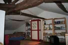 room in the attic with own tv and internet connexion