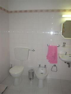 Blue Villa: bathroom 1 - detail