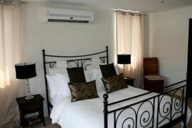 Air conditioned bedroom with en-suite tile bathroom